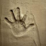 Cópia da mão na parede do almofariz do cimento Foto de Stock
