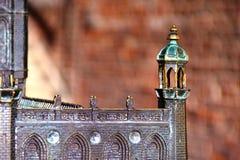A cópia da torre de cobre do castelo imagem de stock