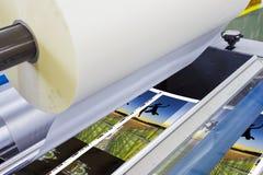 Cópia deslocada da imprensa da máquina corrida na tabela imagem de stock