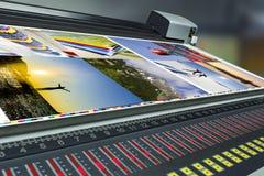 Cópia deslocada da imprensa da máquina corrida na tabela fotografia de stock