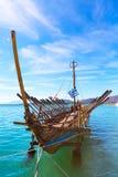 Cópia do navio de Argo da embarcação pré-histórica no porto Volos, Grécia imagem de stock