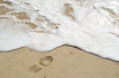 Cópia do pé da bota na costa Fotografia de Stock