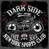 A cópia do t-shirt com a motocicleta no fundo escuro e o grunge text Fotografia de Stock Royalty Free
