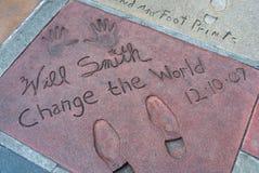 Cópias da pegada e da mão da estrela mundial Will Smith no teatro chinês de Graumans TCL em Hollywood, Los Angeles, Califórnia EU fotografia de stock