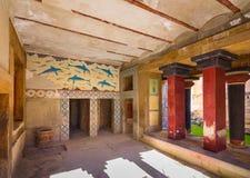 Cópias do fresco em um salão no palácio de Knossos, cidade antiga famosa na Creta imagens de stock royalty free