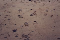 Cópias do pé na areia Fotos de Stock Royalty Free