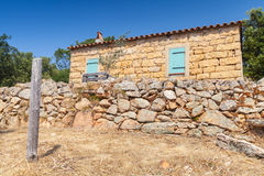 Córcega del sur, paisaje rural con típicamente la casa vieja Fotos de archivo libres de regalías