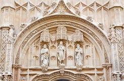 Córdoba - el detalle del portal gótico del hospital real San Sebastián imágenes de archivo libres de regalías