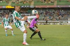 CÓRDOBA, ESPAÑA - 18 DE AGOSTO:  Bravo W (14) de R?ul en la acción durante la liga del partido Córdoba (w) contra Ponferradina (b) Imagenes de archivo