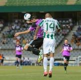 CÓRDOBA, ESPAÑA - 18 DE AGOSTO:  Bravo W (14) de Ra?l en la acción durante la liga del partido Córdoba (w) contra Ponferradina (b) Fotos de archivo