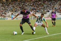 CÓRDOBA, ESPAÑA - 18 DE AGOSTO:  Yuri B (10) en la acción durante la liga del partido Córdoba (w) contra Ponferradina (b) (1-0) Foto de archivo libre de regalías