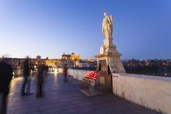 CÓRDOBA - ESPAÑA - 10 DE JUNIO DE 2016: Estatua de San Rafael del romano imagenes de archivo