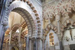CÓRDOBA - ESPAÑA - 10 DE JUNIO DE 2016: Pilares Mezquita Córdoba de los arcos Imagenes de archivo