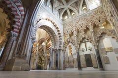 CÓRDOBA - ESPAÑA - 10 DE JUNIO DE 2016: Pilares Mezquita Córdoba de los arcos Foto de archivo libre de regalías