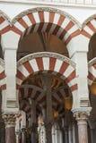 CÓRDOBA - ESPAÑA - 10 DE JUNIO DE 2016: Pilares Mezquita Córdoba de los arcos Fotografía de archivo