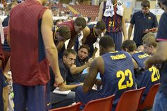 CÓRDOVA, ESPANHA - 14 DE SETEMBRO: Treinador Xavi Pascual de Barcelona durante um intervalo no FC Barcelona do fósforo (b) contra Fotografia de Stock