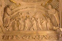 Córdova - o batismo do relevo de Cristo na cúpula do baptistery na igreja Iglesia San Nicolas de la Villa foto de stock royalty free