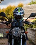Córka tata wypróbowany motocykl out Obraz Stock