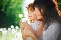 Córka z jej matką zdjęcie royalty free