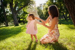 córki ostrości matki parka seniora kobieta obrazy royalty free