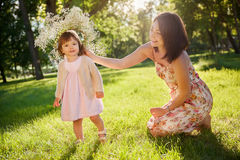 córki ostrości matki parka seniora kobieta fotografia royalty free