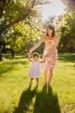 córki ostrości matki parka seniora kobieta obraz royalty free