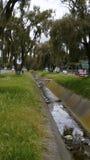 Córrego artificial da água fora da cidade Foto de Stock Royalty Free
