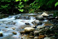 Córrego bonito da montanha Foto de Stock