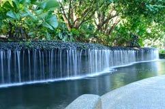 Córrego da água em um jardim Imagens de Stock