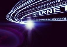 Córrego de feixes luminosos, de dígitos e de Internet da palavra, Imagens de Stock Royalty Free