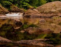 Córrego de Kenduskeug da cachoeira Fotografia de Stock