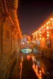 Córrego de Lijiang através da cidade velha fotografia de stock royalty free