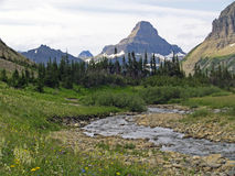 Córrego e montanhas alpinos #1 Foto de Stock Royalty Free