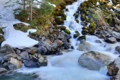 Córrego e neve Fotografia de Stock
