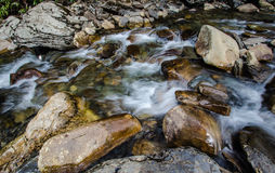 Córrego fumarento da montanha imagens de stock royalty free