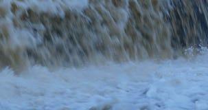 Córrego infinito da água de queda vídeos de arquivo