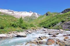 Córrego na montanha Imagens de Stock Royalty Free