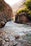 Córrego no vale de Tien Shan fotos de stock