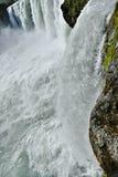 Córrego pequeno da cachoeira de Godafoss visto de cima de fotografia de stock