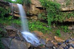 Córregos e cachoeiras bonitos Foto de Stock Royalty Free