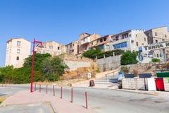 Córsega, opinião da rua da estância turística em um dia de verão Fotos de Stock Royalty Free