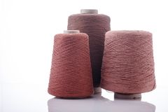 Cône coloré de soie sur le fond blanc Photos libres de droits
