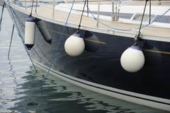Côté d'un bateau avec des ailes d'arrimage photo libre de droits