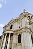 Côté de cathédrale de rue Paul Images libres de droits