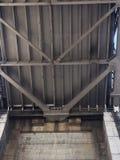 Côté de San Francisco du pont de baie de San Francisco-Oakland, de vers le bas ci-dessous photo stock