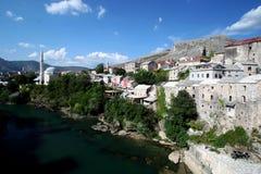 Côté droit du fleuve de Mostar Images libres de droits