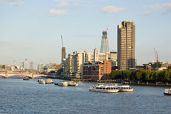 Côté du sud du fleuve la Tamise chez Lambeth, Londres Images stock