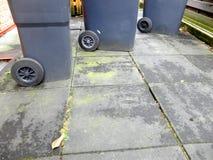 Côtés inférieurs des conteneurs de déchets Concept de séparation de déchets images libres de droits