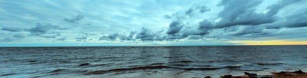 Côte avant la tempête Images stock