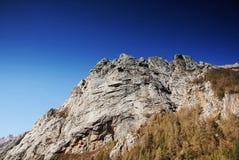 Côte avec le ciel bleu photo stock